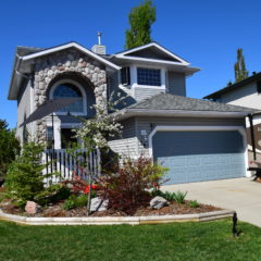 Crystalridge Home in Okotoks: Beautiful Yard in Great Neighbourhood